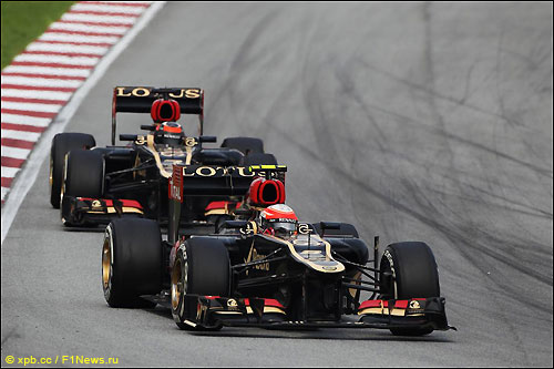 Роман Грожан и Кими Райкконен на трассе Гран При Малайзии