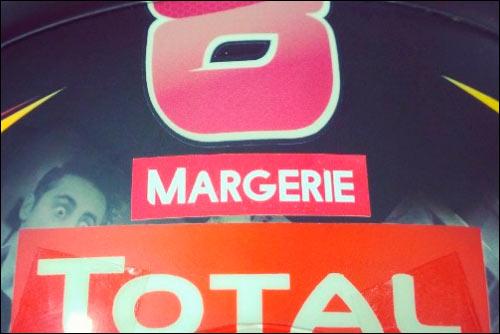 Стикер на шлеме Грожана