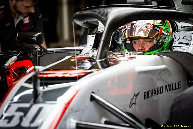 Луи Делетраз за рулём машины Haas на тестах в Абу-Даби, 2018 год