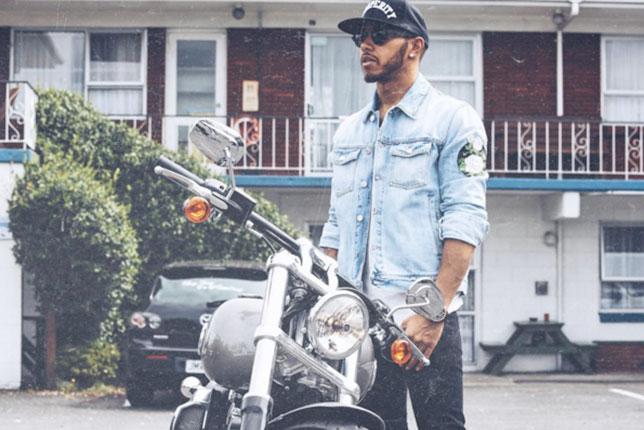 Перед началом сезона Льюис Хэмилтон путешествовал по Новой Зеландии на мотоцикле