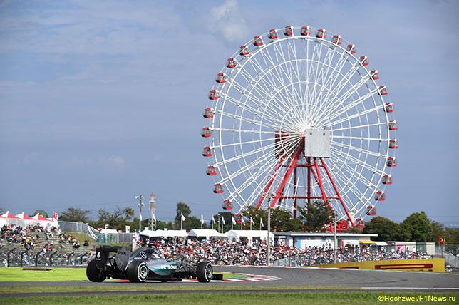 Льюис Хэмилтон на трассе Гран При Японии в 2015 году