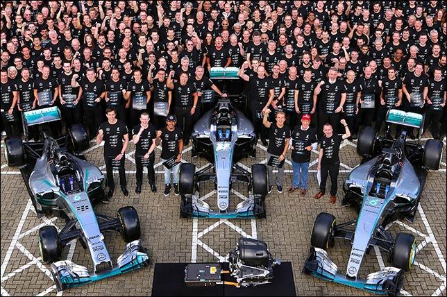 В Брэкли празднуют победу в Кубке конструкторов