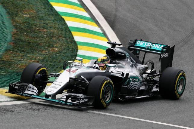 Пилот «Мерседеса» Льюис Хэмилтон выиграл вторую практику Гран-При Бразилии