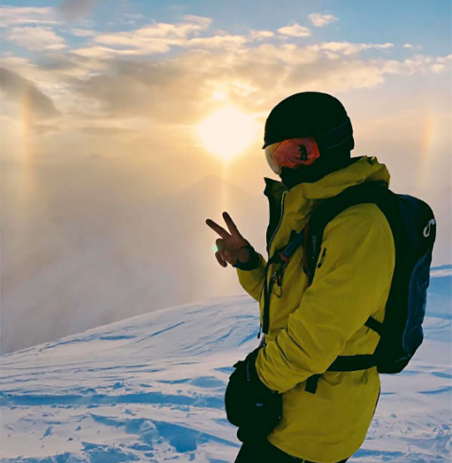 Льюис Хэмилтон отмечает свой день рождения в горах