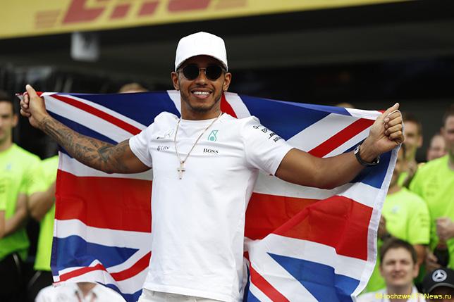 Чемпион «Формулы-1» Хэмилтон рассчитывает продлить договор с«Мерседесом» кконцу осени