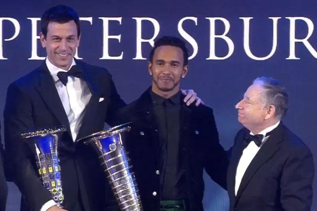 Lewis Hamilton got the cura cup - all the news on Formula 1 2018 - Formula 1 on F1News.Ru