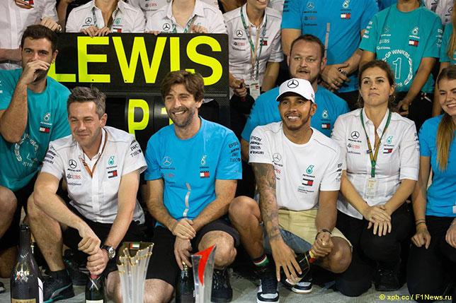 Льюис Хэмилтон и команда Mercedes