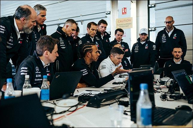 Инженерный брифинг на базе Mercedes. Фото: пресс-служба команды