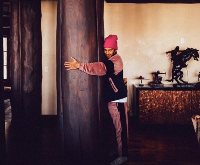Льюис Хэмилтон в своём американском доме в штате Колорадо