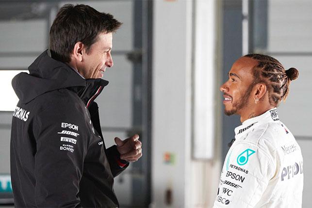 Льюис Хэмилтон и Тото Вольфф, руководитель команды Mercedes, фото пресс-службы Mercedes