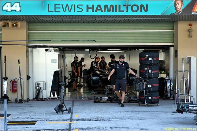 В Mercedes готовят боксы для Хэмилтона