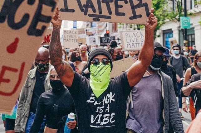 Льюис Хэмилтон на акции в поддержку движения Black Lives Matter, 2020 год