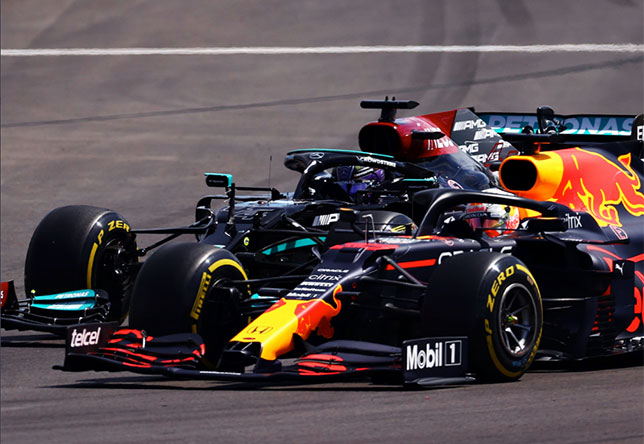 Макс Ферстаппен и Льюис Хэмилтон в момент рестарта Гран При Португалии, фото пресс-службы Red Bull Racing