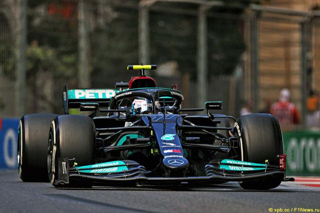 Валттери Боттас во время гонки в Баку