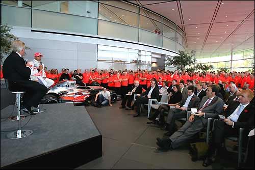 Встреча Льюиса Хэмилтона с персоналом технологического центра McLaren