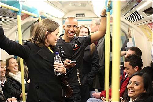 Льюис Хэмилтон прокатился в лондонском метро
