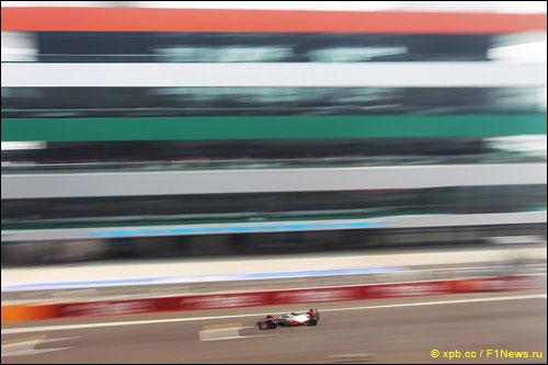 Льюис Хэмилтон на трассе Гран При Индии