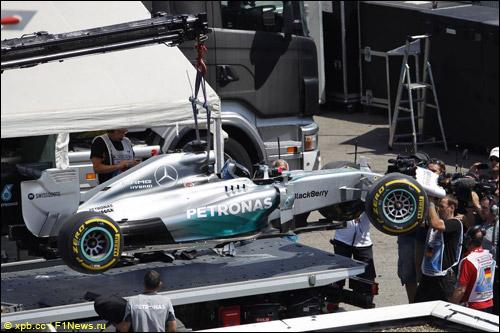 Машина Льюиса Хэмилтона после аварии в квалификации