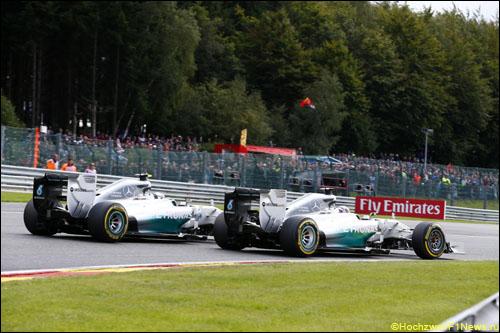 Борьба Нико Росберга и Льюиса Хэмилтона в Гран При Бельгии 2014