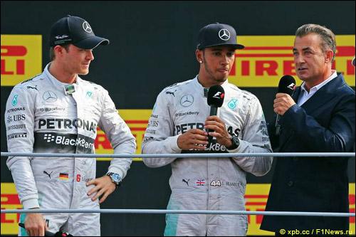 Нико Росберг, Льюис Хэмилтон и Жан Алези во время интервью на подиуме после гонки в Монце
