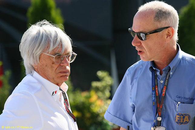 Гэри Хартстейн (справа) и Берни Экклстоун, 2009 год