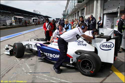 BMW Sauber во время тренировок на Нюрбургринге