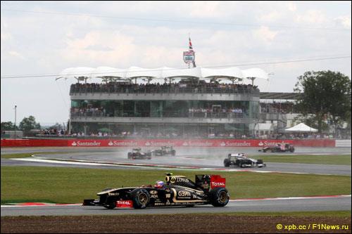 Виталий Петров на трассе Гран При Великобритании