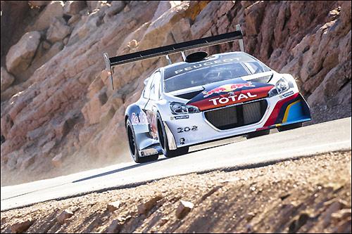 Себастьен Лёб за рулём Peugeot 208 T16 Pikes Peak