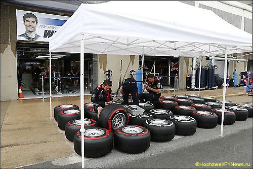 Команда Red Bull Racing работает с шинами Pirelli на Гран При Канады
