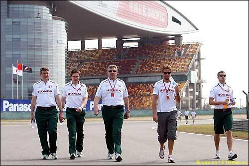 Росс Браун, Дженсон Баттон и сотрудники Honda Racing