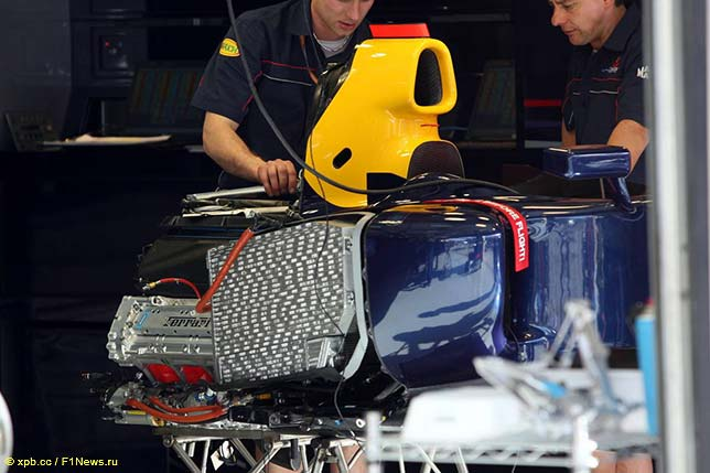 В 2006 году двигатели Ferrari уже стояли на машинах Red Bull Racing