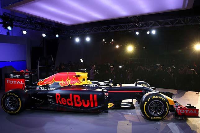 Новая раскраска машины Red Bull Racing