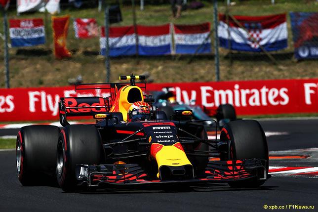 Макс Ферстаппен за рулём RB13 на трассе Гран При Венгрии