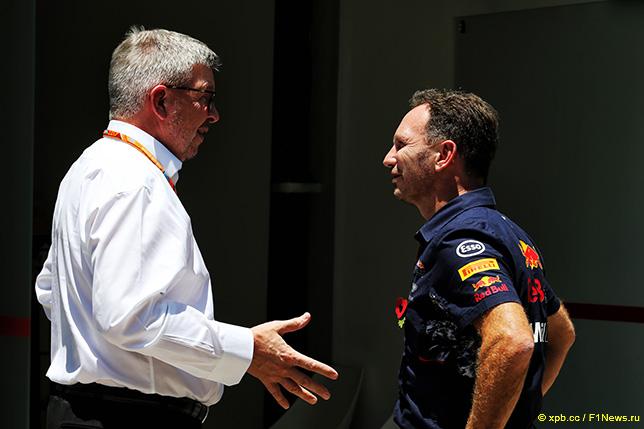 Кристиан Хорнер (справа) и Росс Браун, спортивный директор Формулы 1