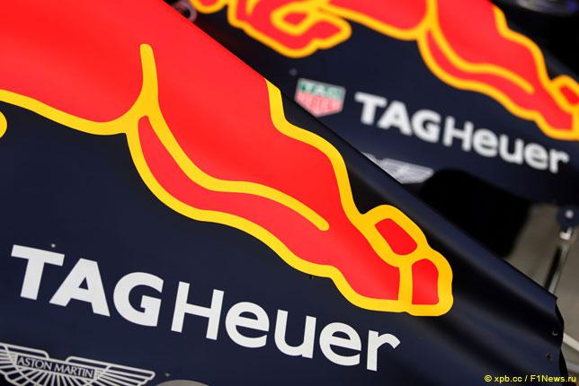 Логотип TAG Heuer на кожухе двигателя Red Bull Racing