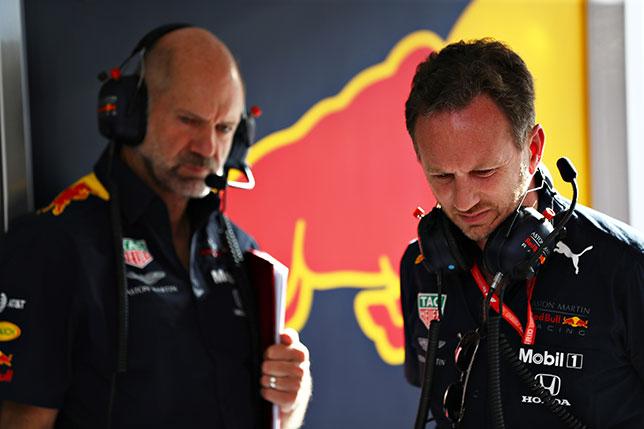 Кристиан Хорнер (справа) и руководитель технического департамента Red Bull Racing Эдриан Ньюи