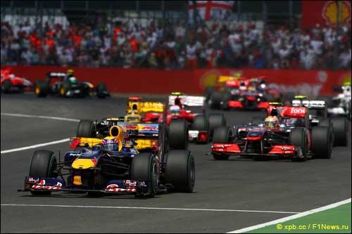 Марк Уэббер лидирует на старте Гран При Великобритании