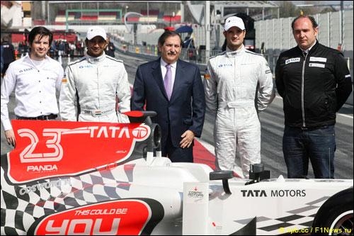 Руководство и гонщики команды