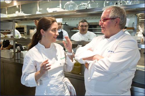 Шеф-повар Хуан-Мари Арсак (справа)