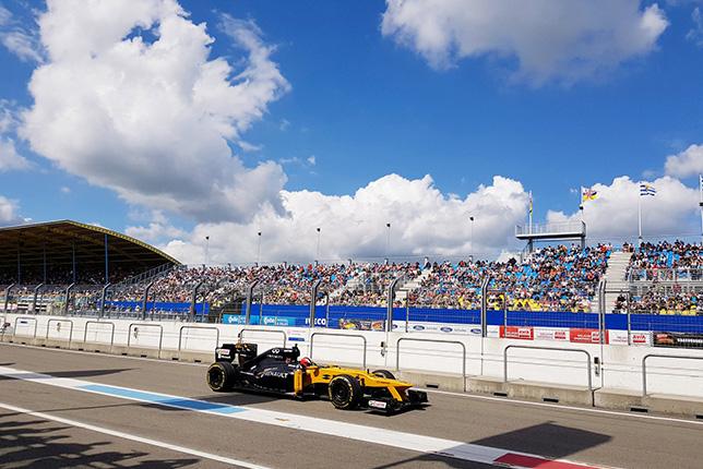 Нико Хюлкенберг за рулём Lotus-Renault E20