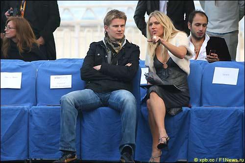 Нико Хюлкенберг и неизвестная блондинка