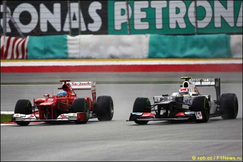 Борьба Фернандо Алонсо и Серхио Переса в Гран При Малайзии