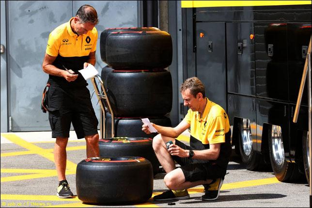 Механики Pirelli