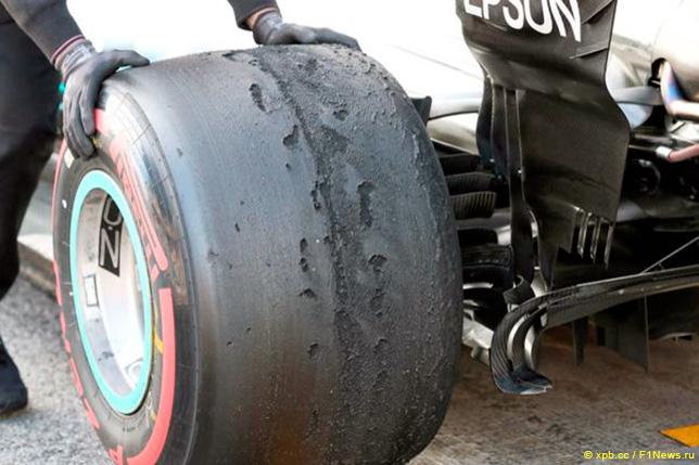 Шины Pirelli на Mercedes Валттери Боттаса во время тестов в Барселоне