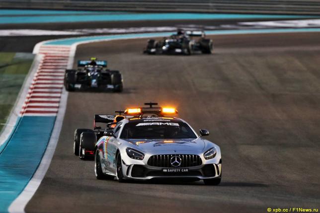 Машина безопасности на трассе Гран При Абу-Даби