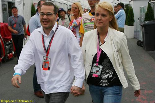 Жак Вильнев с женой Джоанной в паддоке Гран При Канады