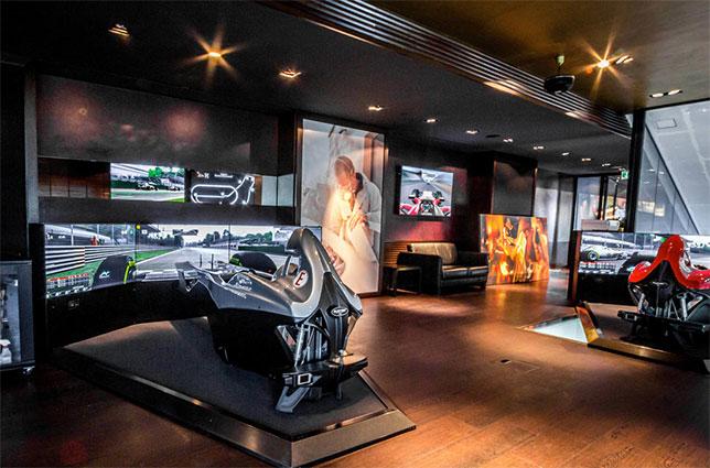 Салон Racing Unleashed в Цюрихе, фото пресс-службы компании