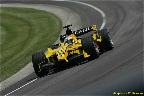 Нараин Картикеян на трассе Гран При США 2005 года за рулем Jordan EJ15