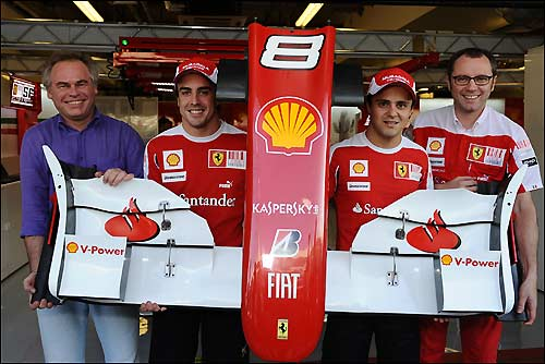 Евгений Касперский и команда Ferrari, Гран При Абу-Даби, 2010 год