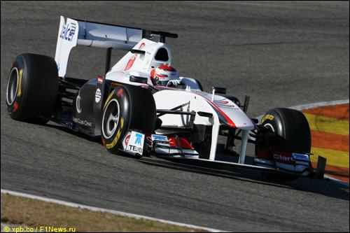 Камуи Кобаяши за рулём Sauber C30